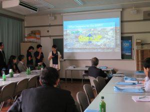 SGHプログラムの1つであるアジア太平洋リーダーズサミットについて 説明する参加生徒